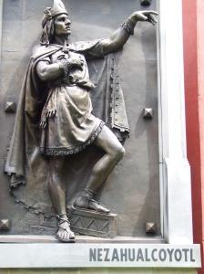 Estatua de Nezahualcóyotl afuera del Museo del Ejército, Centro Histórico